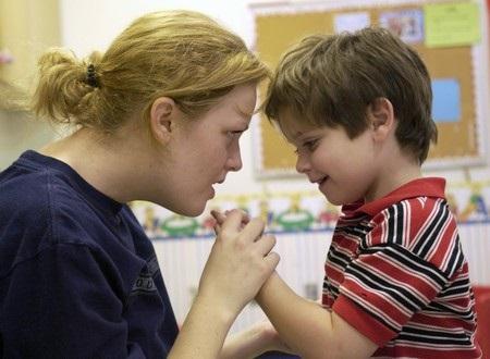 Аутизм и как он может проявляться